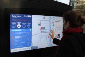 Borne digitale en ville